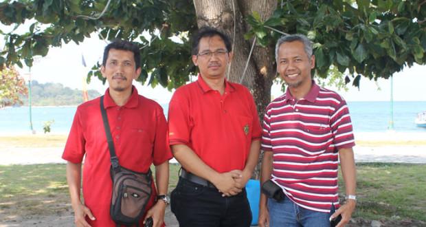 Berfoto bersama pak Yudo dan pak Cipto saat  kunjungan ke Belitung